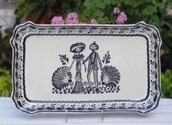 mexican-ceramic-pottery-serving-tray-platter-catrina-black-majolica-hand-painted-halloween-motives-hand-made-mexico-tabledecor-2