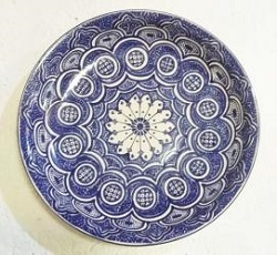 mexican-wall-platters-hand-painted-hand-wheel-folk-art-blue-talavera-majolica-morisco-v-pattern-gorky-workshop